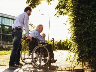 Senior na wózku – co to znaczy dla opiekuna?